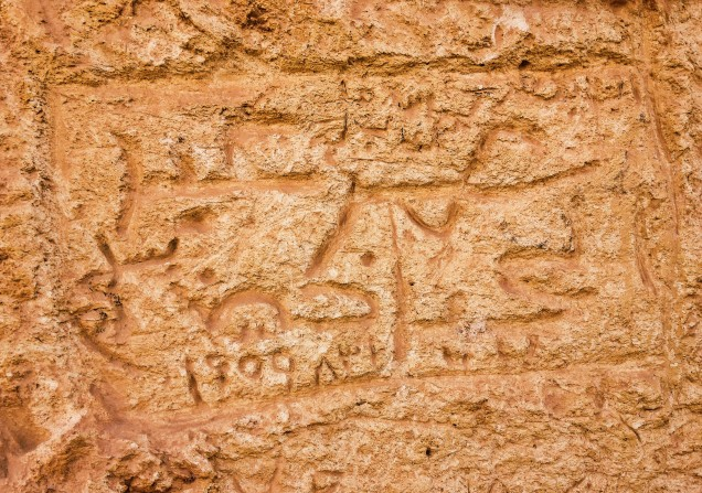 Graffito outside tomb at Gebel el Dakrur, dated 31 August 1959