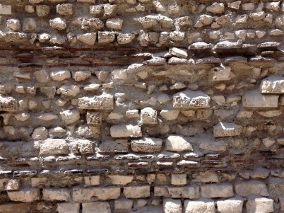 Altenating brick and stone layers make structures more stable in case of earthquake.