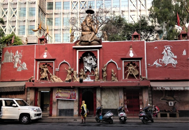 Kali temple open for early morning worship, New Delhi