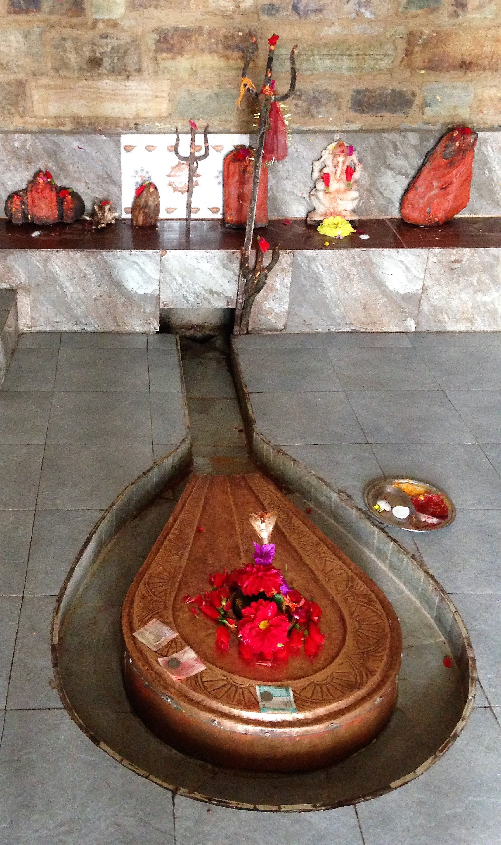 A typical lingam and yoni arrangement for worship of Shiva