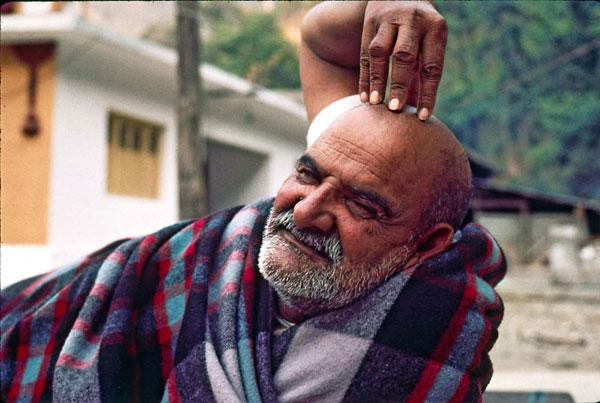 Neem Karoli Baba. Image courtesy of http://nkbashram.org