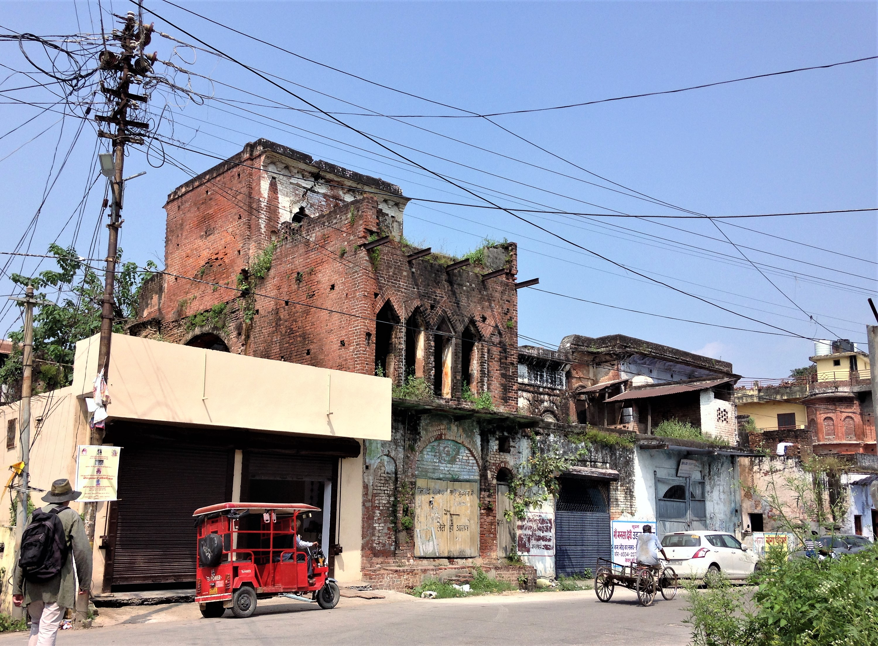 Some interesting old buildings we spotted in Kankhal during our walk to Ma Anandamayi's  ashram in Kankhal, a suburb of Haridwar.