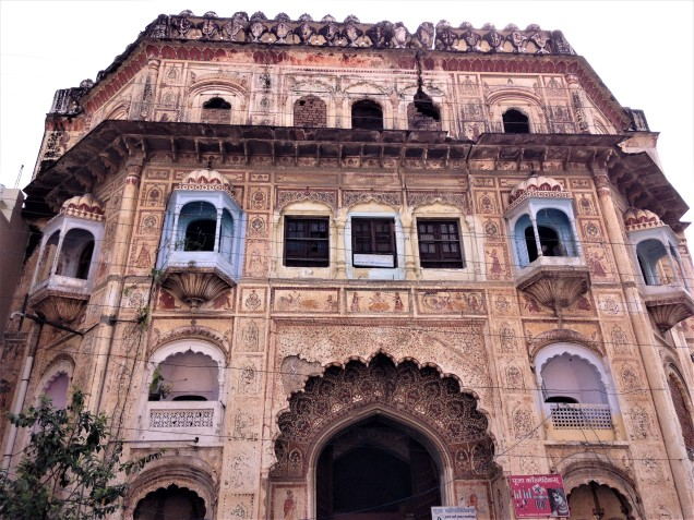 Front of magnificent old mansion on the way to Ma Anandamayi Ashram, Kankhal, Haridwar.