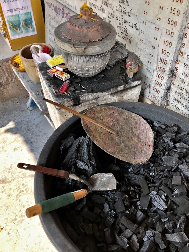 Charcoal for making offerings to Sihuhata
